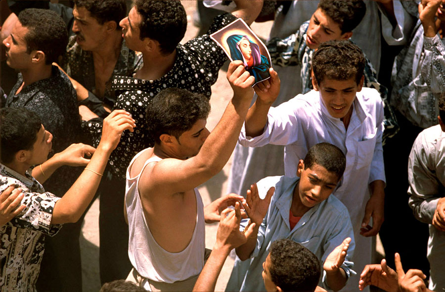 Procession, Holy Virgin's pilgrimage. Deir Dronka, near Assiut - Aug 1998
