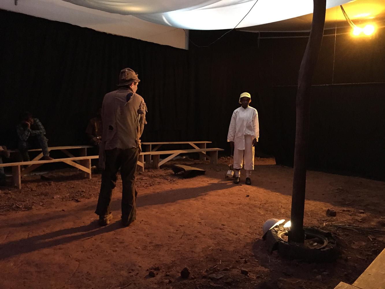 """29 juillet et 1e août 2015 - Répétitions et première de """"En attendant Godot"""" de Samuel Beckett mis en scène de Martin Ambara au théâtre OTHNI - Yapundé, Sénégal."""