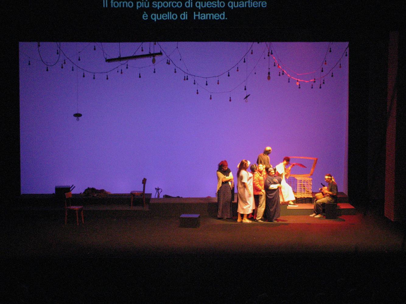 27 nov 2004 'Cairo in Tasca' au Piccolo Teatro Milano. Mise nen scène Hassan el-Geretly